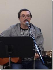 Вася Кольченко поёт песни