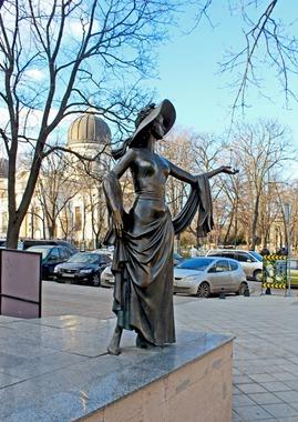 Памятник Вере Холодной.